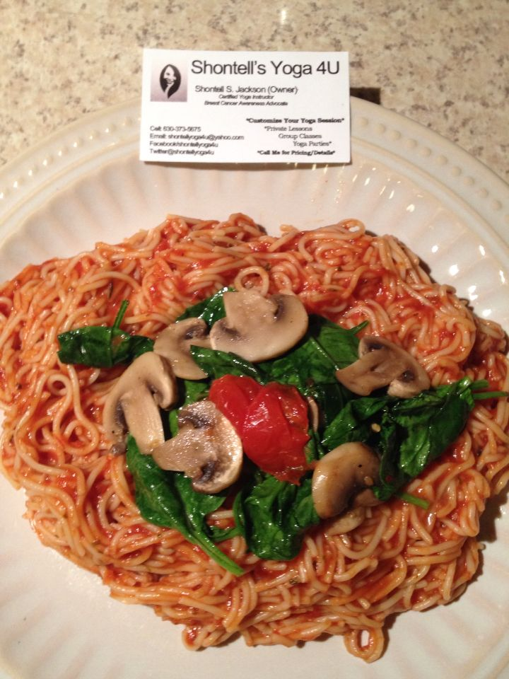 I love dancing with foods in my kitchen.🌿😄🌿 Thursday Night #Football 🏈 vs. #Scandal here @shontellyoga4u  I really LOVE to Cook so I've created my #YUMMY_Yum_YUM #vegetarian tomato pasta topped off with fresh mushrooms and spinach for my family's dinner.  #Yogi #Chef and #yoga lover❤️ #Certified_Yoga_Instructor  #BEPassionate #beYOU #BreastCANCER #Awareness_Month