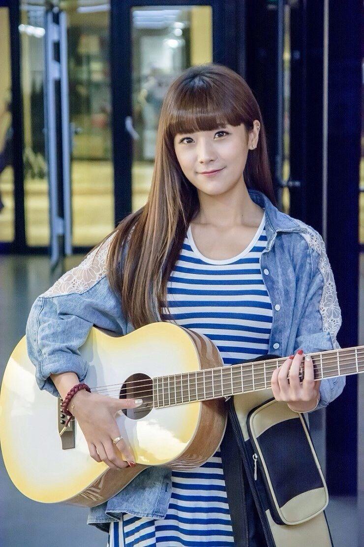 Soyul Sponsor Picture For Log Guitar Kpop Girls South Korean Girls Kpop Girl Groups