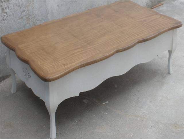 Mesa ratona en blanco y madera.