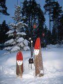 Joulutontut pölleistä.  ( joulu koriste, joulukoriste, joulukoristeita, joulukoristeet, tonttu, tontut, tonttuja )