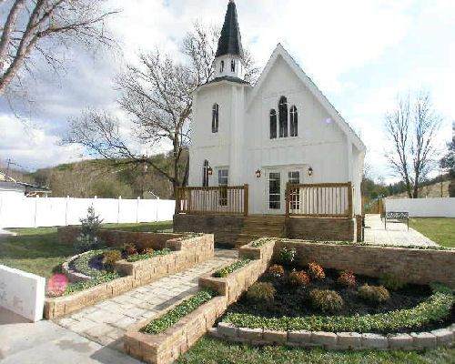 A Garden Paradise Wedding Chapel Get For Indoors And Out Website Is