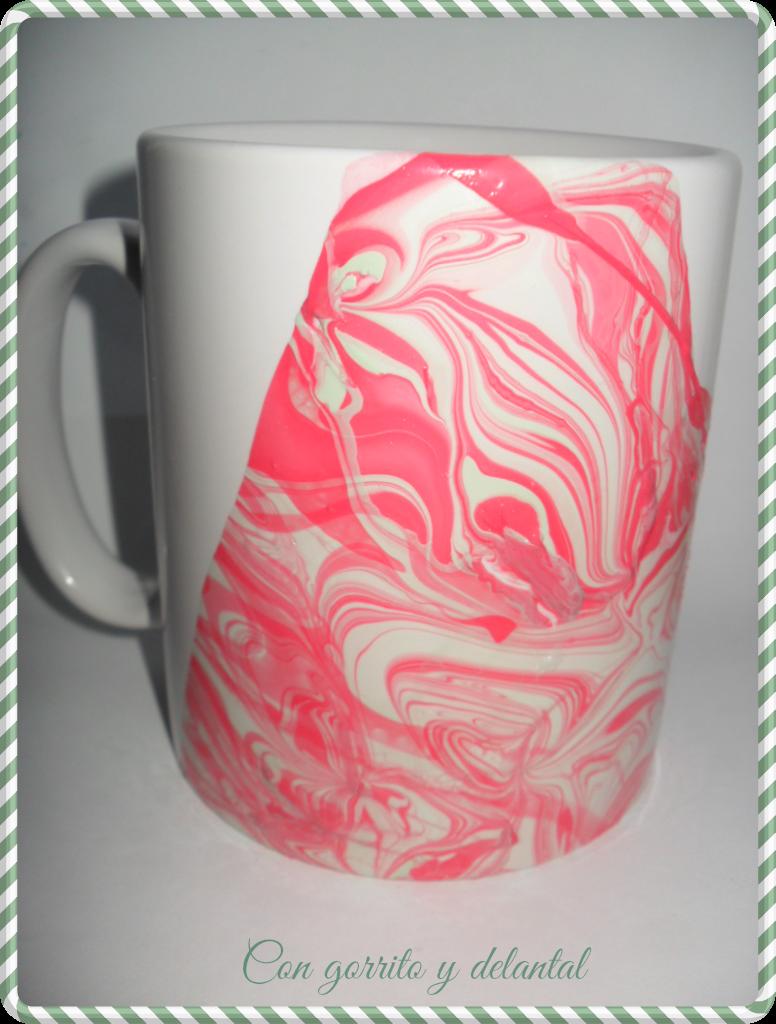 CON GORRITO Y DELANTAL: DIY pintar una taza con esmalte de uñas ...