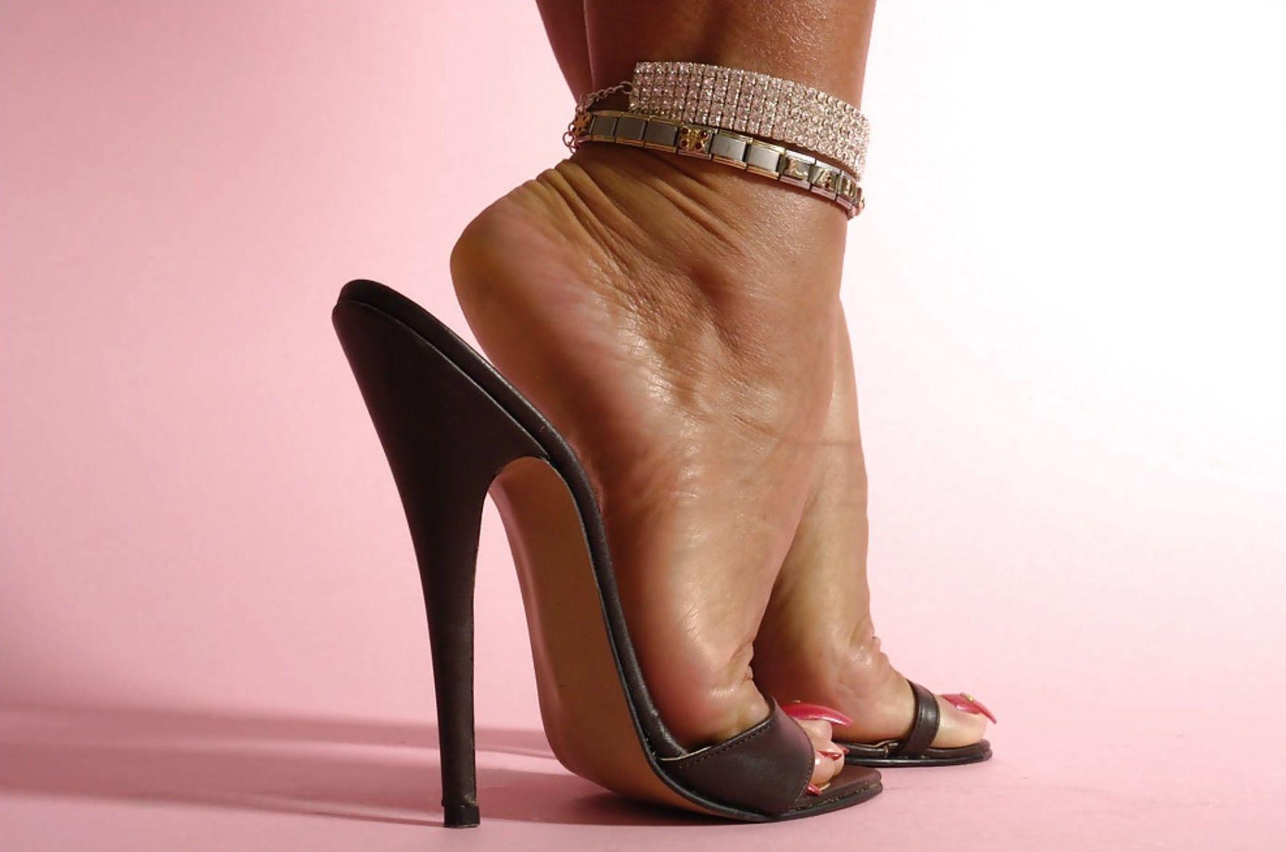 Sexy feet in high heels photos 96