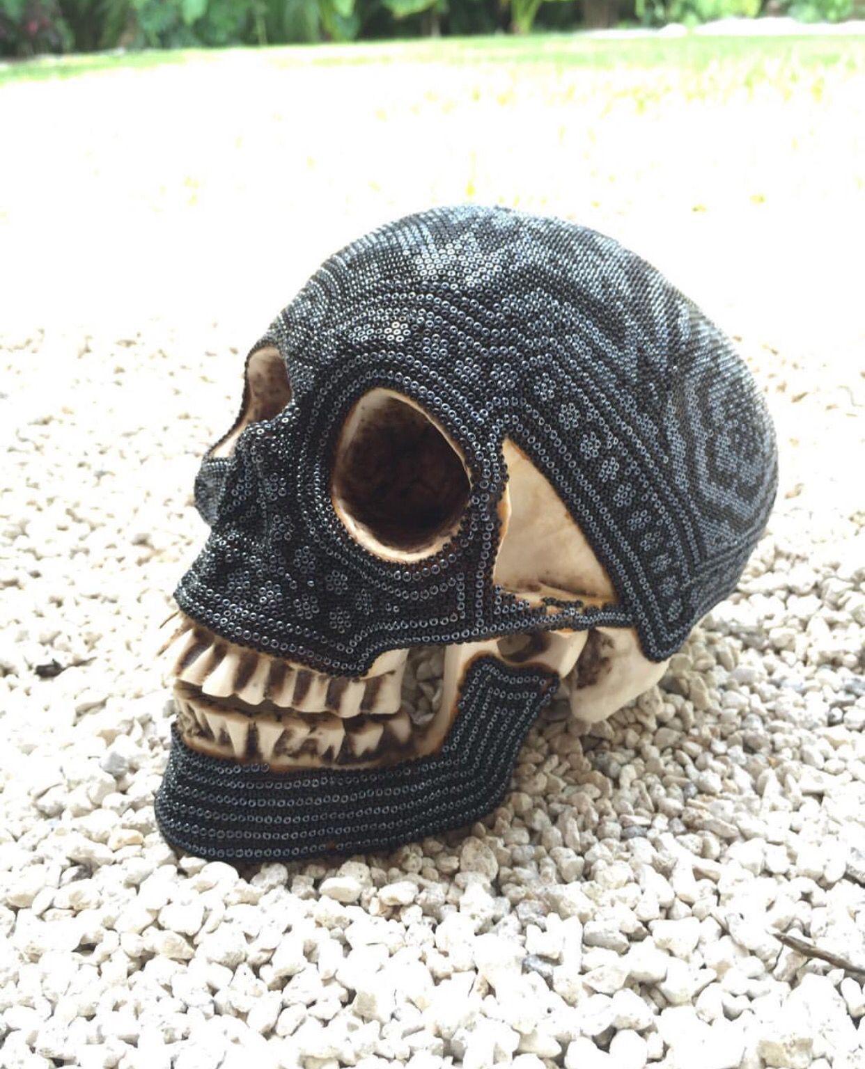 Trabajo Huichol un tesoro de la cultura mexicana!  Cráneo de arte Huichol!  #diademuertos #artelocal #tesorosdemexico #artesanal #artesanoslocales #jalisco #huichol #comerciojusto #hechoamano #craneos #siguenosenfacebook  Huichol work a treasure of Mexican culture!  Huichol skull! #halloweenart #localart #treasuresofmexico #skull #love #artisanal #handmade #fairtrade #followme #like4like #huichol #followusonfacebook #origenlocal