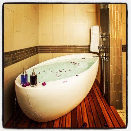 sexiest bathtub ever. | free standing bath tub, bathtub