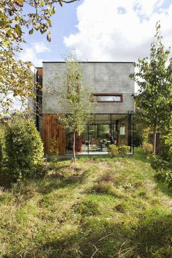 Betonhaus Flachdach-Gepo Belgien-OYO Architektur-überwuchert Garten-Effekt