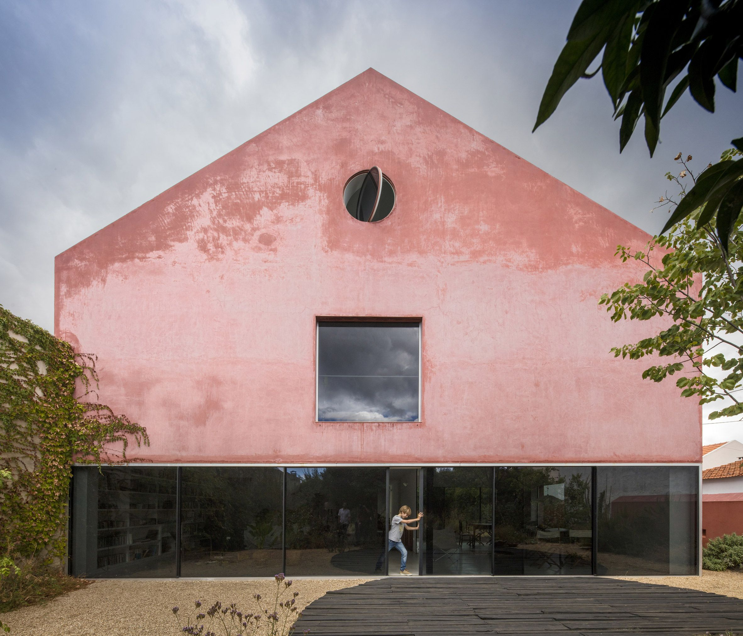 Extrastudio transforms Portuguese winery into house covered with ...