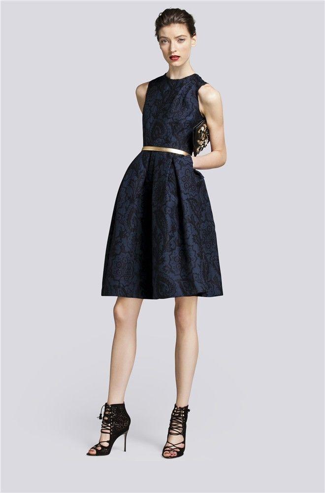 Vestido corto azul de Carolina Herrera de la colección otoño 2013. 4f8859dece50
