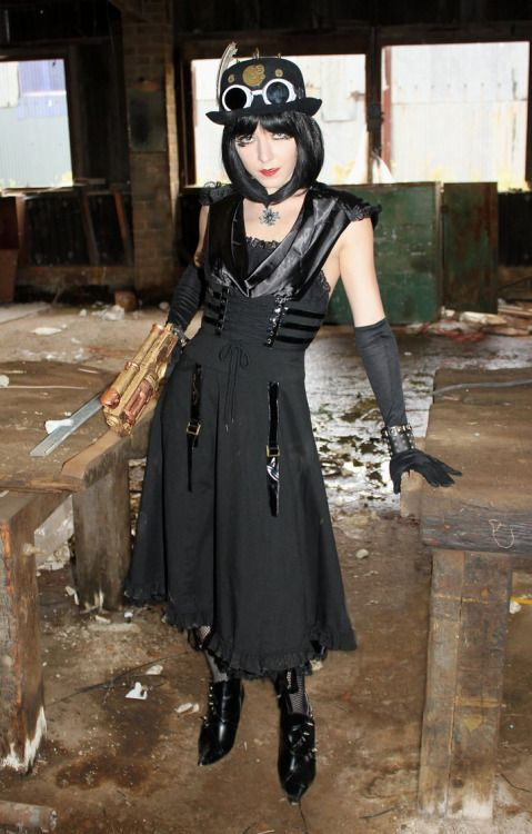 Redhead Steampunk Huntress - For costume tutorials