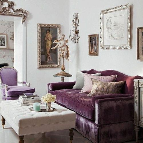 Stilvolles lila Wohnzimmer Interieur - lila Samtsofa Talot ja - wohnzimmer design lila