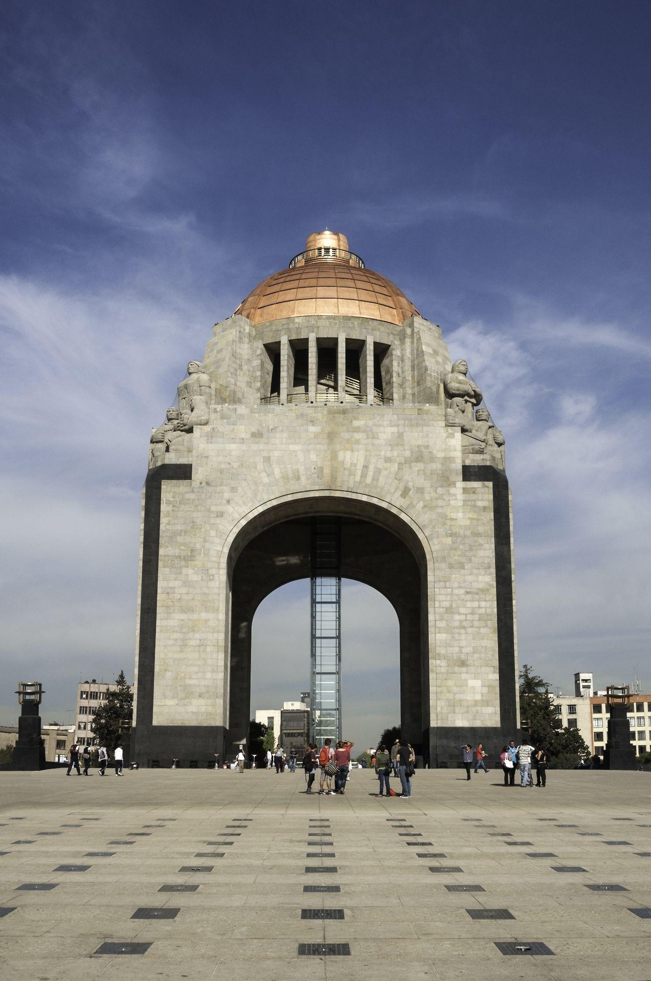 El Monumento A La Revolucion Es Uno De Los Atractivos Que Debes Visitar En Tu Viaje Por El Df Un Monumento Hist Monumento Fotos De Mexico Lugares Preciosos