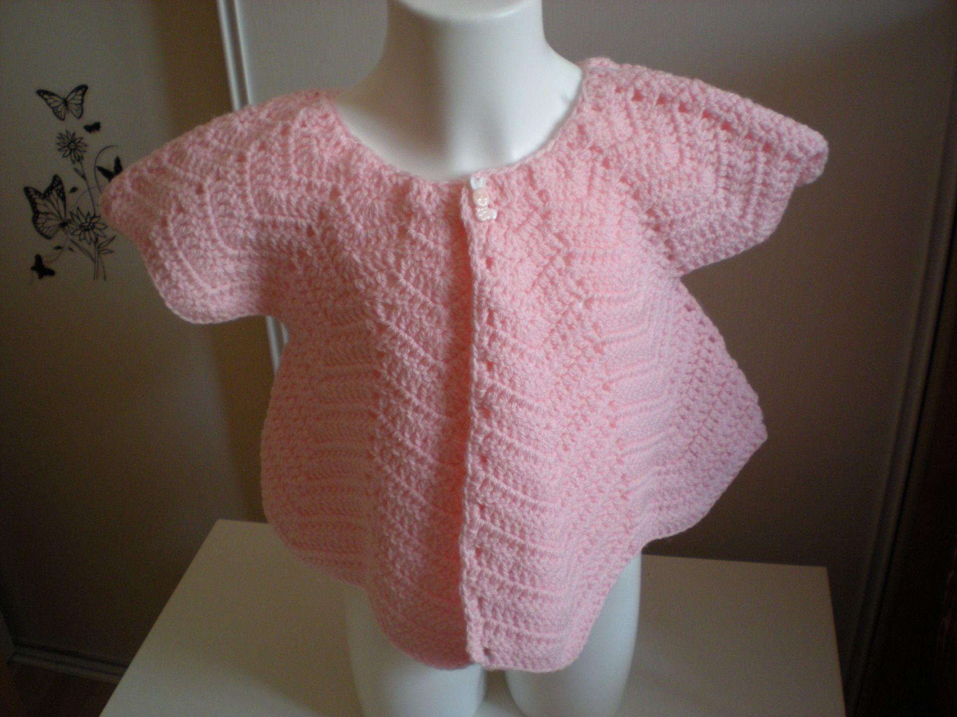 gilet sans manche au crochet rose dragée pour fille : Mode filles par nany-made