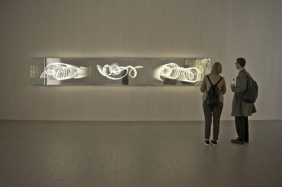 Brigitte Kowanz und Erwin Wurm bilden mit ihren Beiträgen für die diesjährige Biennale in Venedig ein stimmiges Duo