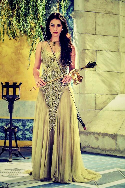 Adelaide Kane plays Mary on Reign. I just LOVE all of her dresses! So beautiful.