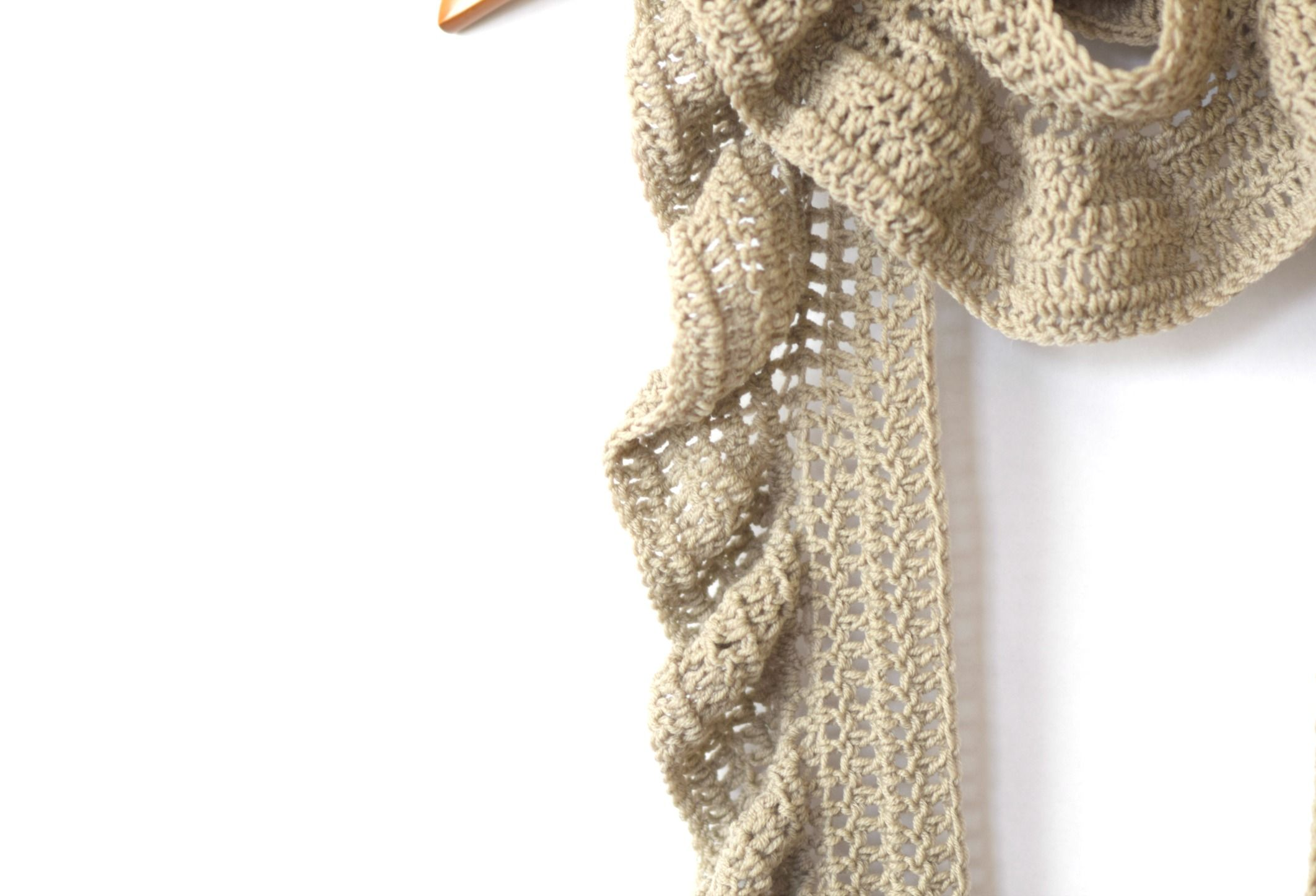 This is a super easy crocheted scarf pattern that features a ...