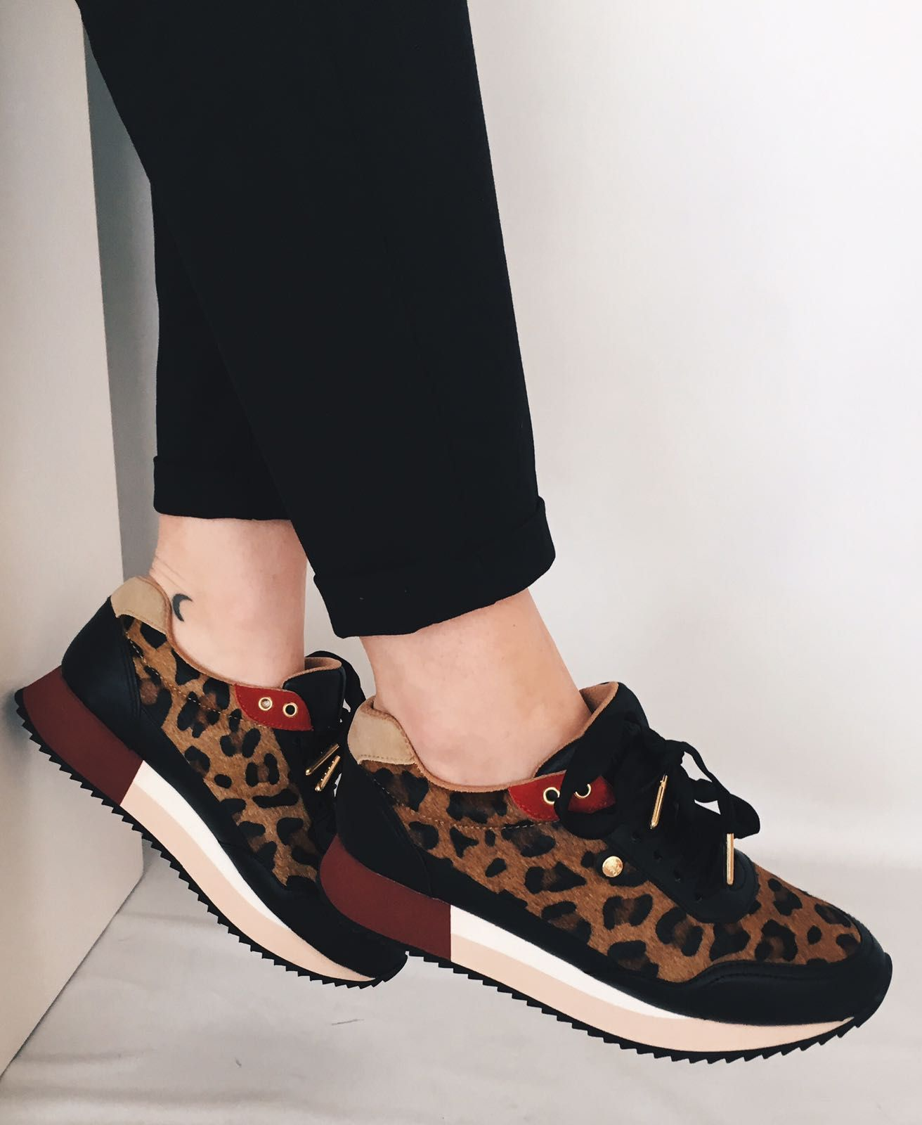 1a126be2d5 En Marlo´s Online podrás comprar los mejores zapatos de mujer de las  mejores marcas como Desigual, CHK10, Wonders, Xti, Mustang…