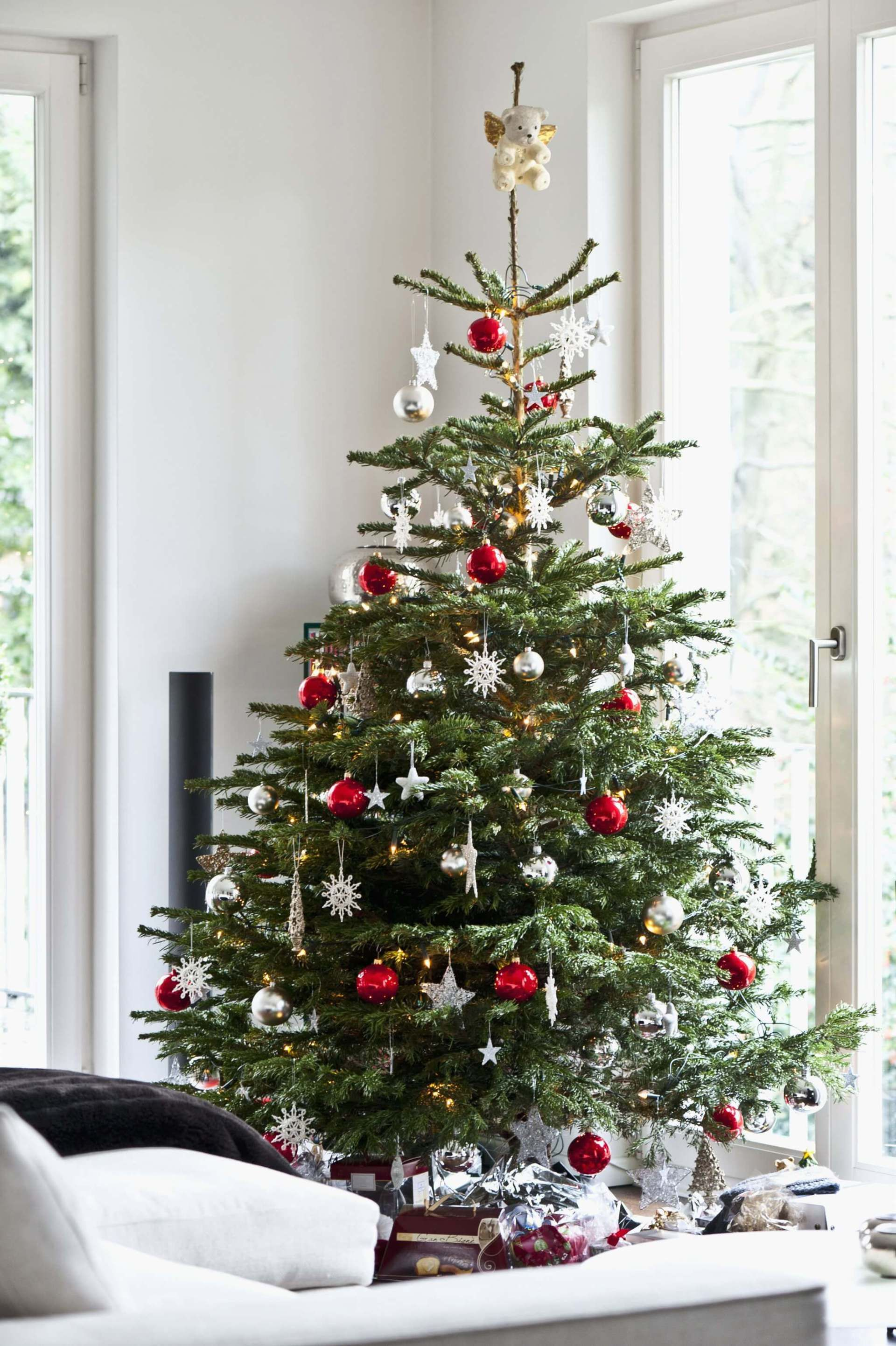 25 Inexpensive Christmas Tree Decorating Ideas Farmfoodfamily Scandinavian Christmas Trees Cheap Christmas Trees Minimalist Christmas Tree