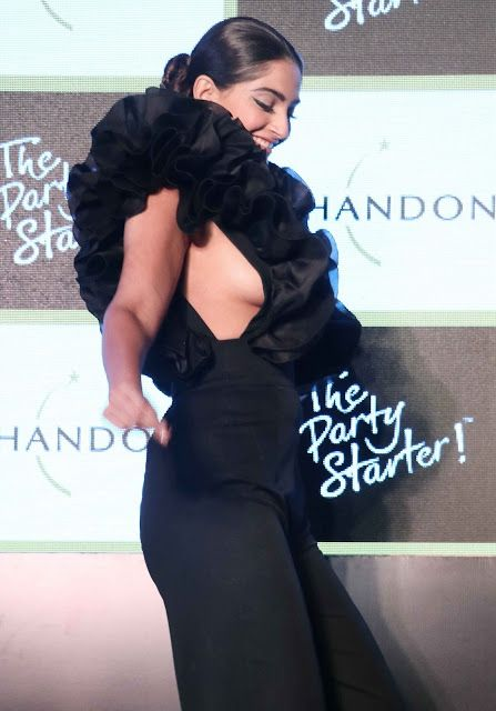 Sonam Kapoor Sexiest Boobs Show At Chandons The Party Kapoor