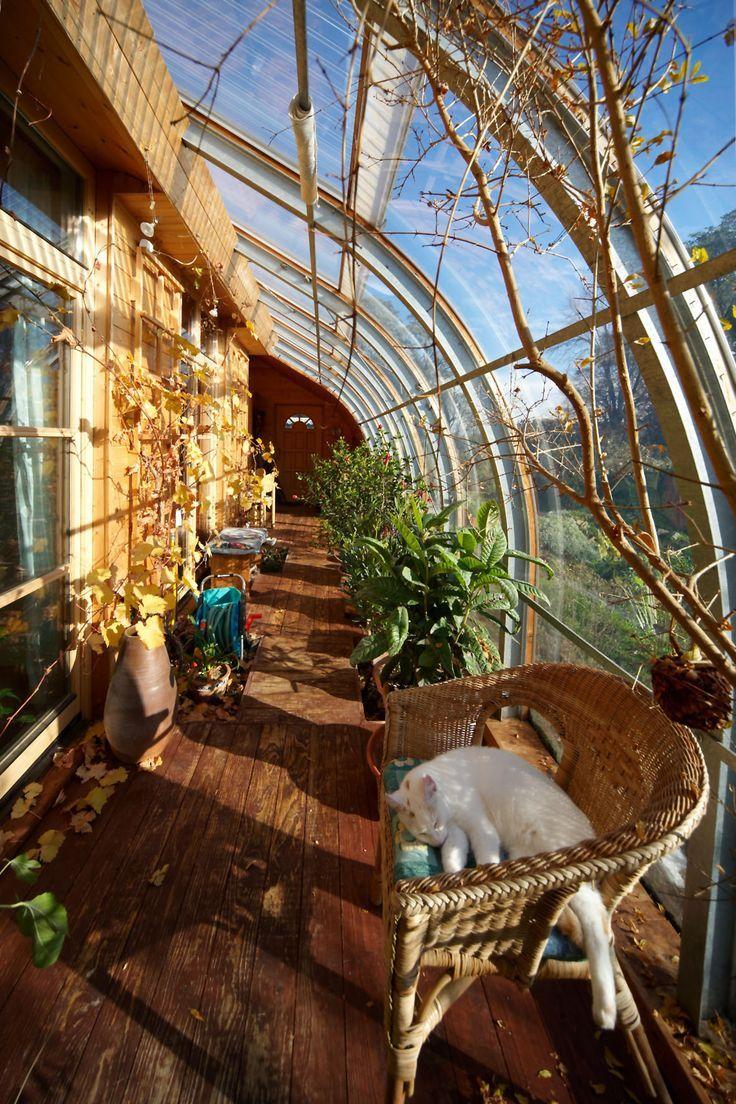 Die Luftschicht Zwischen Dem Wetterschutz Und Der Inneren Hulle Des Hauses Halt Das Innere Garten Terrasse Dekoration Earthship Home Earthship Earth Homes