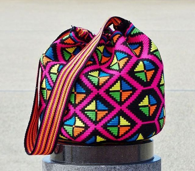 Wayuu mochila bag  #beautiful #wayuu #wayuubags #handmade #crochet #yarn #bag #handbag #shoulderbag #colorful #pattern #fashion #look #moda #style #カラフル #アート #ファッション  #ハンドメイド #ハンドメイドアクセサリー #가방 #핸드메이드 #팔로우 #패션 #인테리어 #boho #bohochic #gypsy #hippie #hippiechic