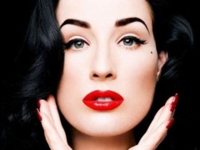 7ac698a77391 Ditavonteese Always Looks Stunning With Makeup Of Pale Powder Defined  Eyebrows And Super Red Lipstick Beauty