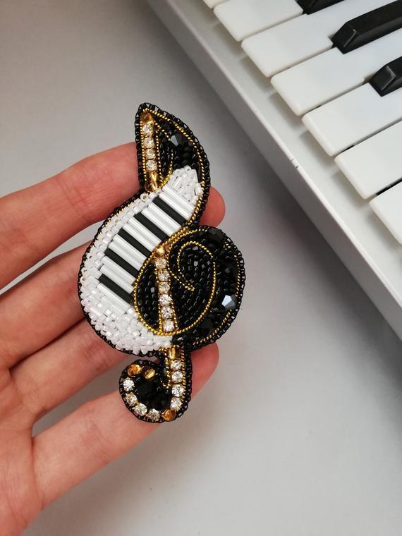 treble clef brooch / treble clef / music / sheet music / song image 1 #trebleclef