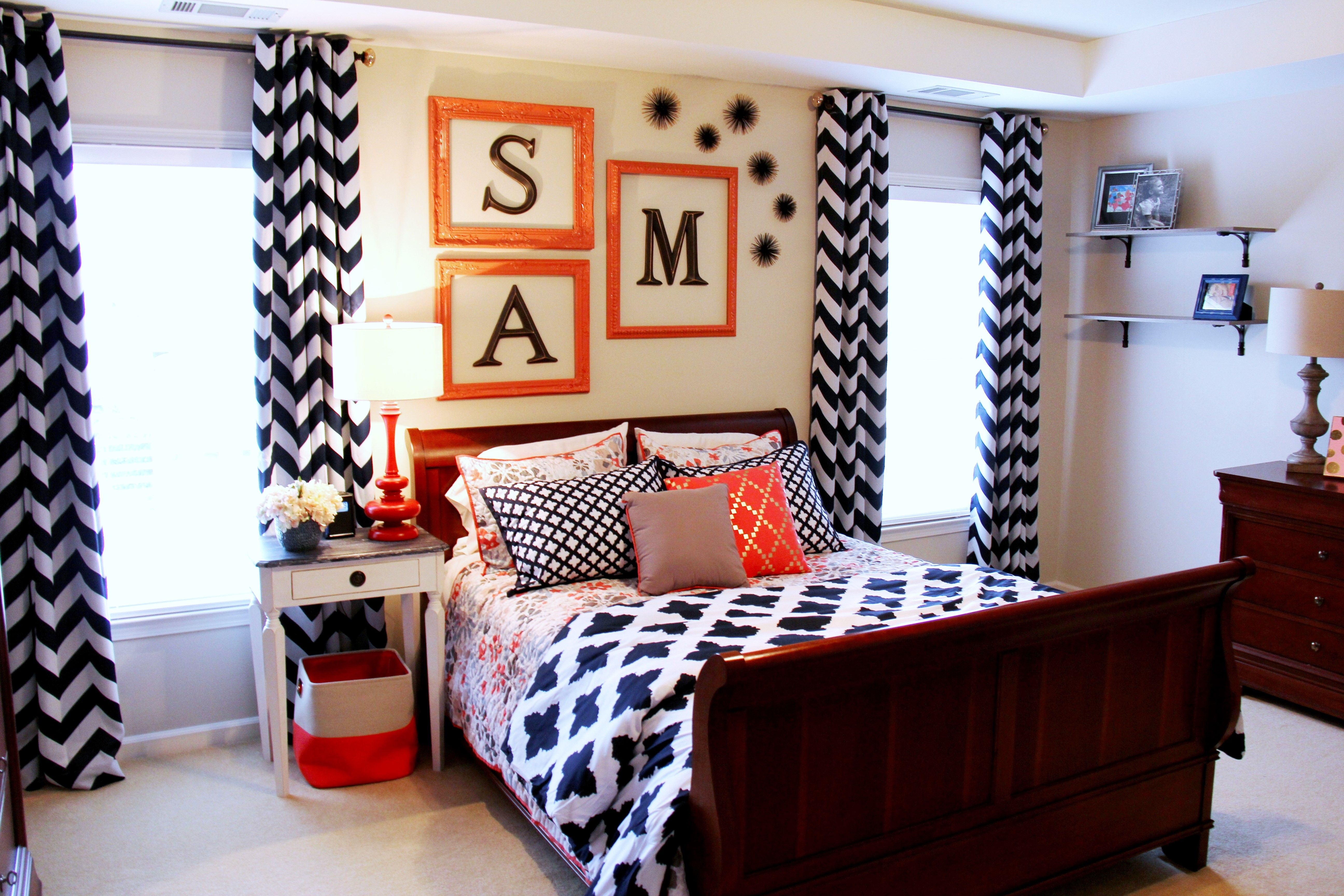 A Fun And Bold Color Combo Make This Teenu0027s Navy U0026 Coral Bedroom A Place She