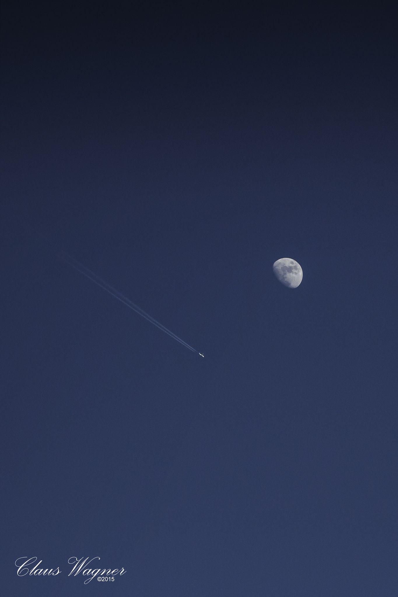 """""""Flieger, grüß mir die Sonne, grüß mir die Sterne und grüß mir den Mond. Dein Leben, das ist ein Schweben durch die Ferne, die keiner bewohnt!""""  """"Airman, greet the sun,  greet the stars and greet the moon. Your life, which is a floating by the distance, that no one lives!"""""""