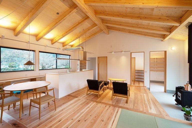 新城市 玖老勢の家 構造用合板と梁の現しがおしゃれな勾配天井 重量