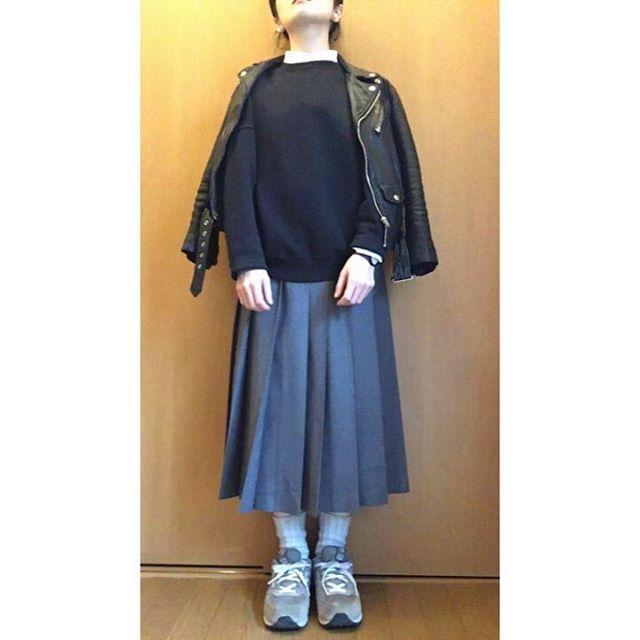 tama_22102016.03.05.Sat.⛅️ ・ マルジェラSALEでは購入我慢した ・ 同僚がMM6のNICE✨なコートに出会えて良かったよ☺︎⤴︎ ・ 無理矢理肩掛け感w プリーツ多し ・  #お服日記  #fashion #ootd #outfit #vsco #vscocam  #instagram #instafashion #instagood #instadaily #selefie  #selftimer  #shirt #muji #tops #beautifulpeople #skirt #charpentierdevaisseau #socks #YAECA #shoes #NB  #今日のコーデ #今日の服 #着回し