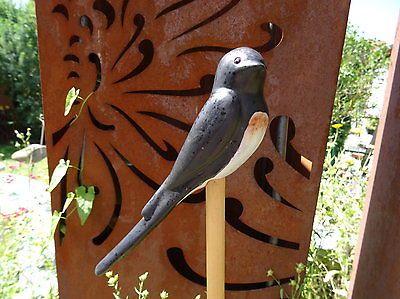 schwalbe sitzend aus keramik blick rechts frostsicher unikat gartendeko vogel tonsachen. Black Bedroom Furniture Sets. Home Design Ideas
