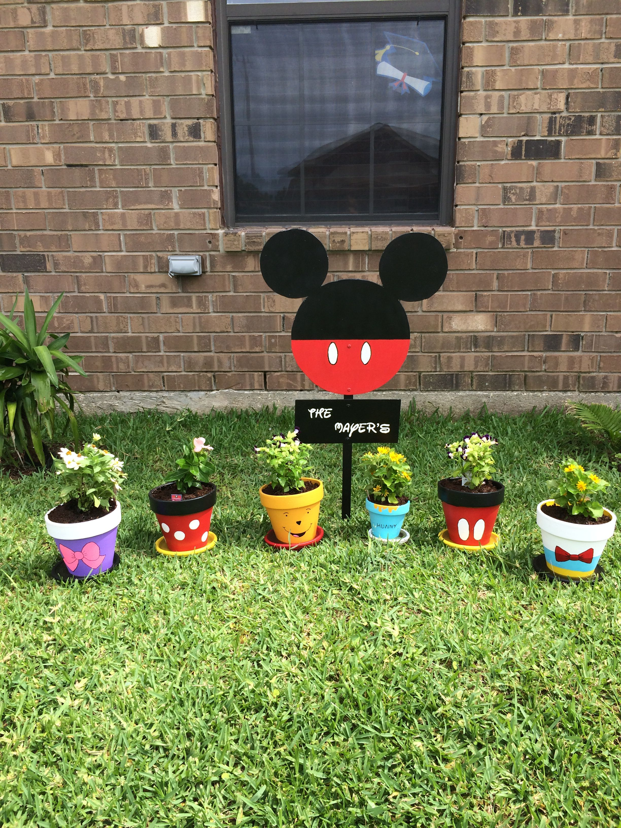 My disney garden | disney outside | Pinterest | Macetas, Macetas ...