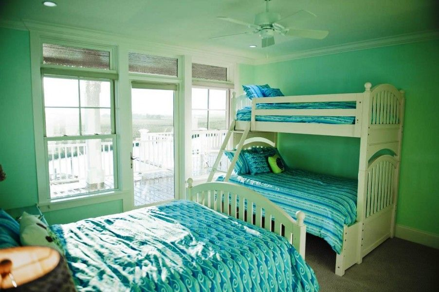 Green and blue bedroom ideas 902x600 teen girl room for Blue teenage bedroom ideas