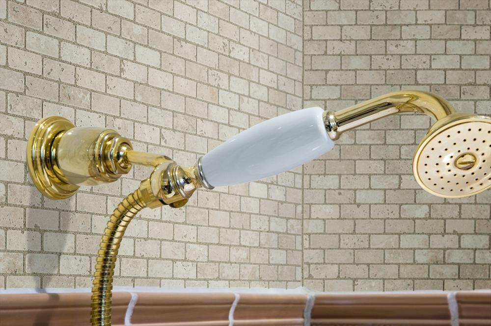 BuildDirect \u2013 Travertine Mosaic - Riverbed Series \u2013 Beige - Bathroom