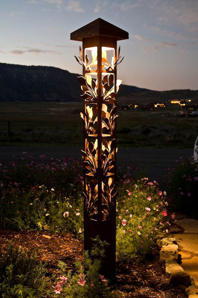 Leaf cluster obelisk, decorative steel light for the