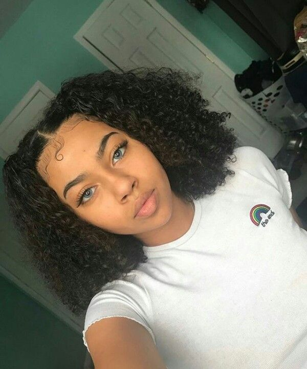 Very Gorgeous Hopefully In Her 20 S Edges Hair Natural