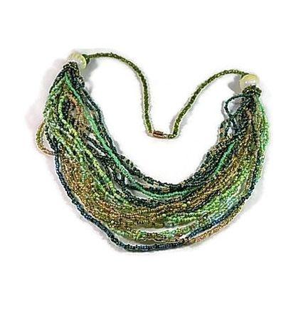 Collier façon sautoir réalisé en perles de rocaille (verre) différents verts et perles de rocaille dorées, rocaille enfilée à l'aiguille  Sautoir relié à un cordon perle - 17462129