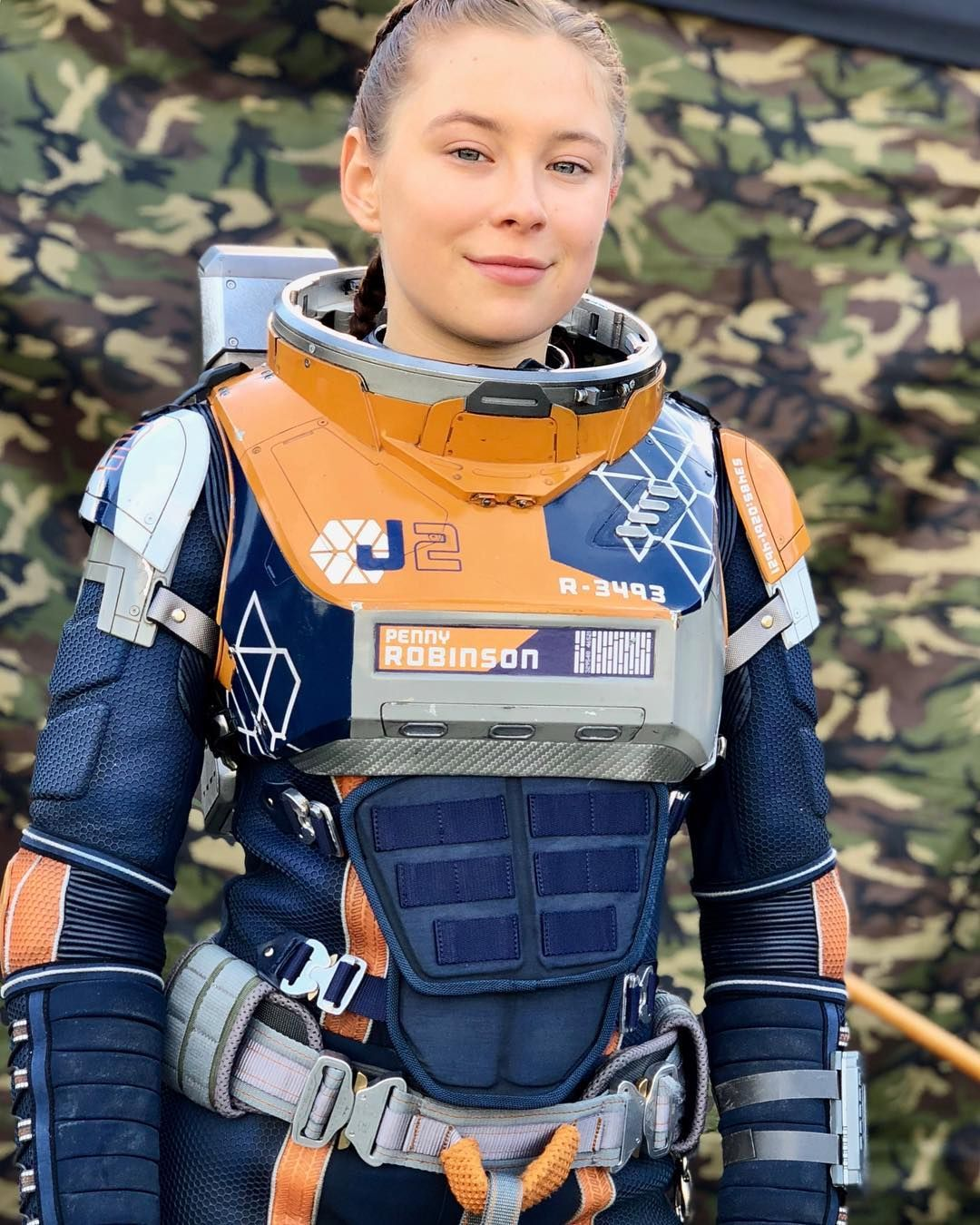 14 6k Likes 236 Comments Mina Sundwall Minasundwall On Instagram Today Is A Big Day We Ve Got The Whole She Space Suit Lost In Space Cyberpunk Girl