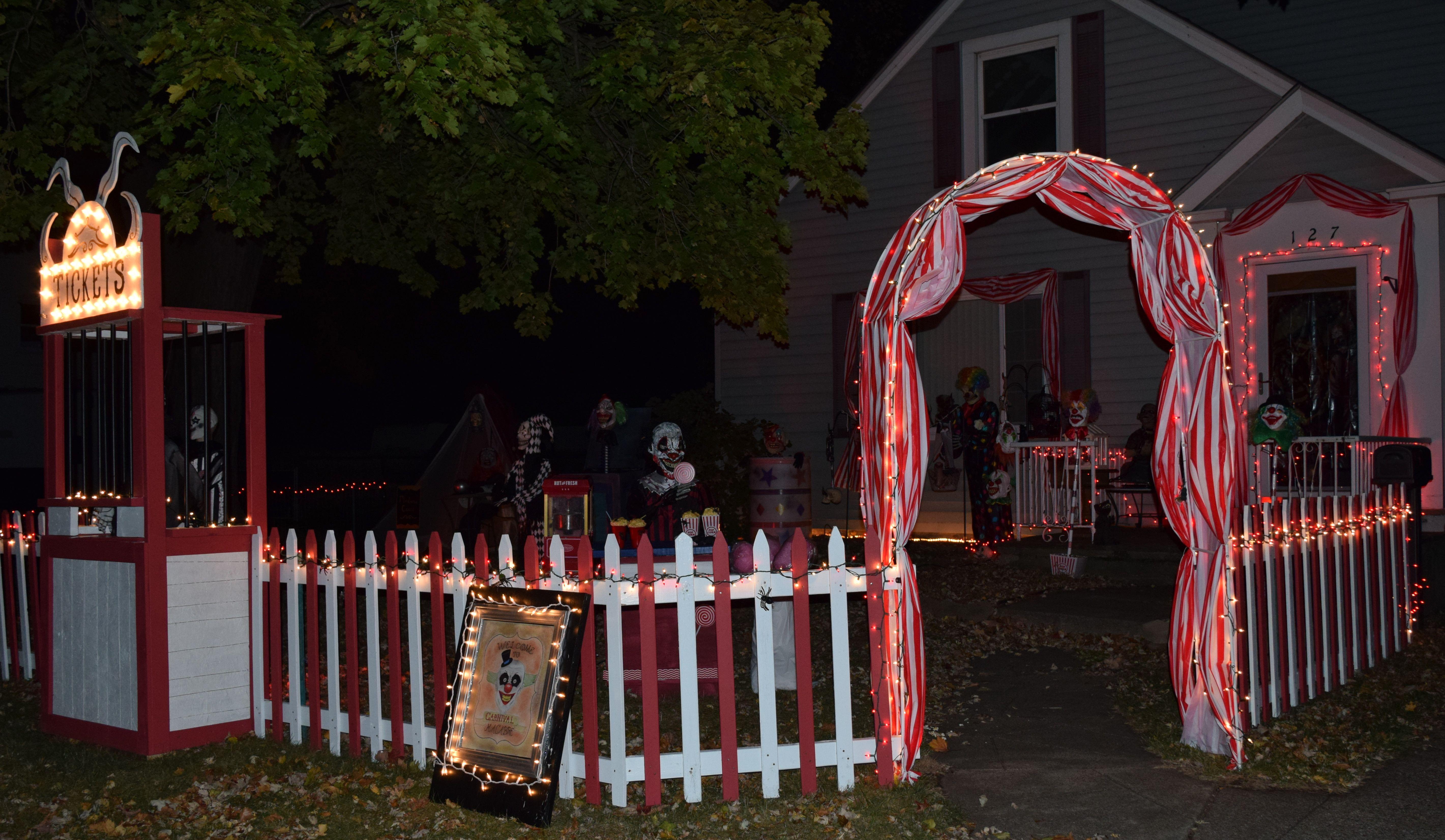 Halloween Outdoor Decoration Ideas 2020 Creepy clown halloween decorations | Halloween carnival