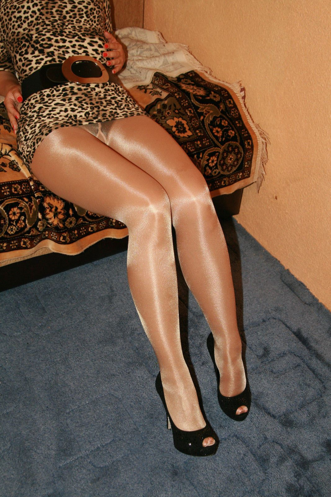 31ad98f38c5 Omero Very High Glossy Shine Pantyhose Tights 40 Den Tea