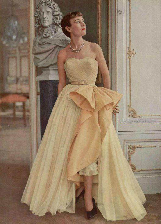 A Tumblr Again Vintage Gowns 1950 Fashion Fashion