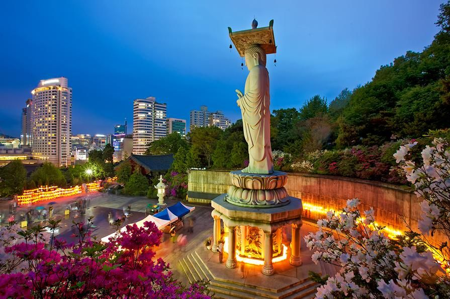 Bongeunsa Temple (봉은사), Seoul (서울), Korea | more info: http://en.wikipedia.org/wiki/Bongeunsa
