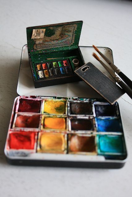 Miniature Artist Paint Box In 2020 Painted Boxes Watercolor Kit