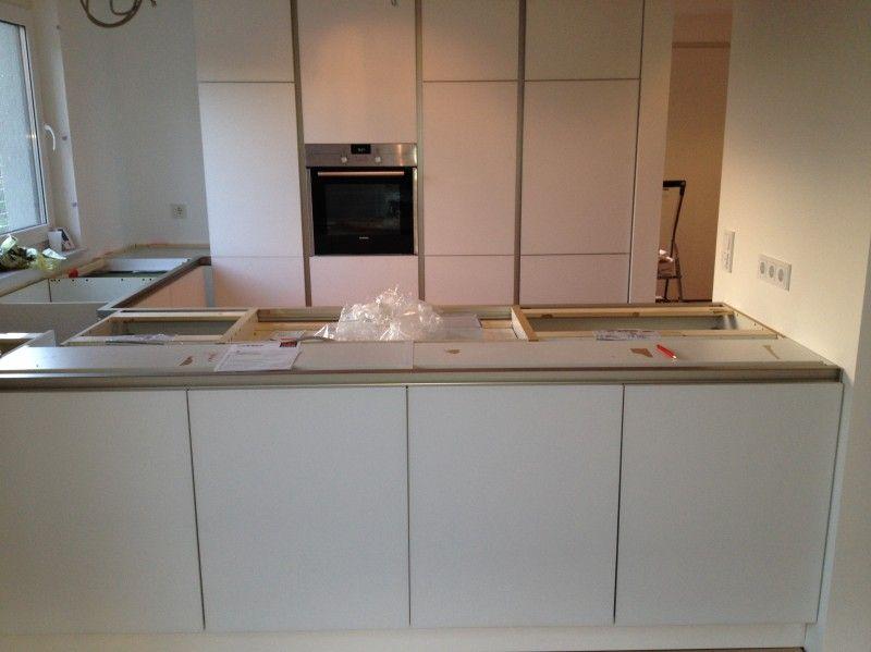Grifflose Küche mit Glasfront-Schüller-Fertiggestellte Küchen - küchen u form