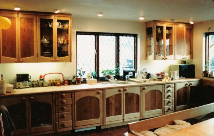 Neutral Country Style Kitchen Made in Sycamore with English Pear