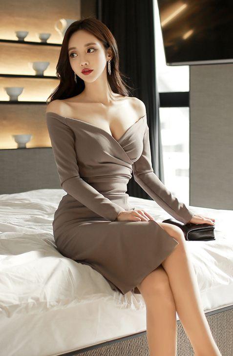 ソンユンジュさんのセクシーな胸元