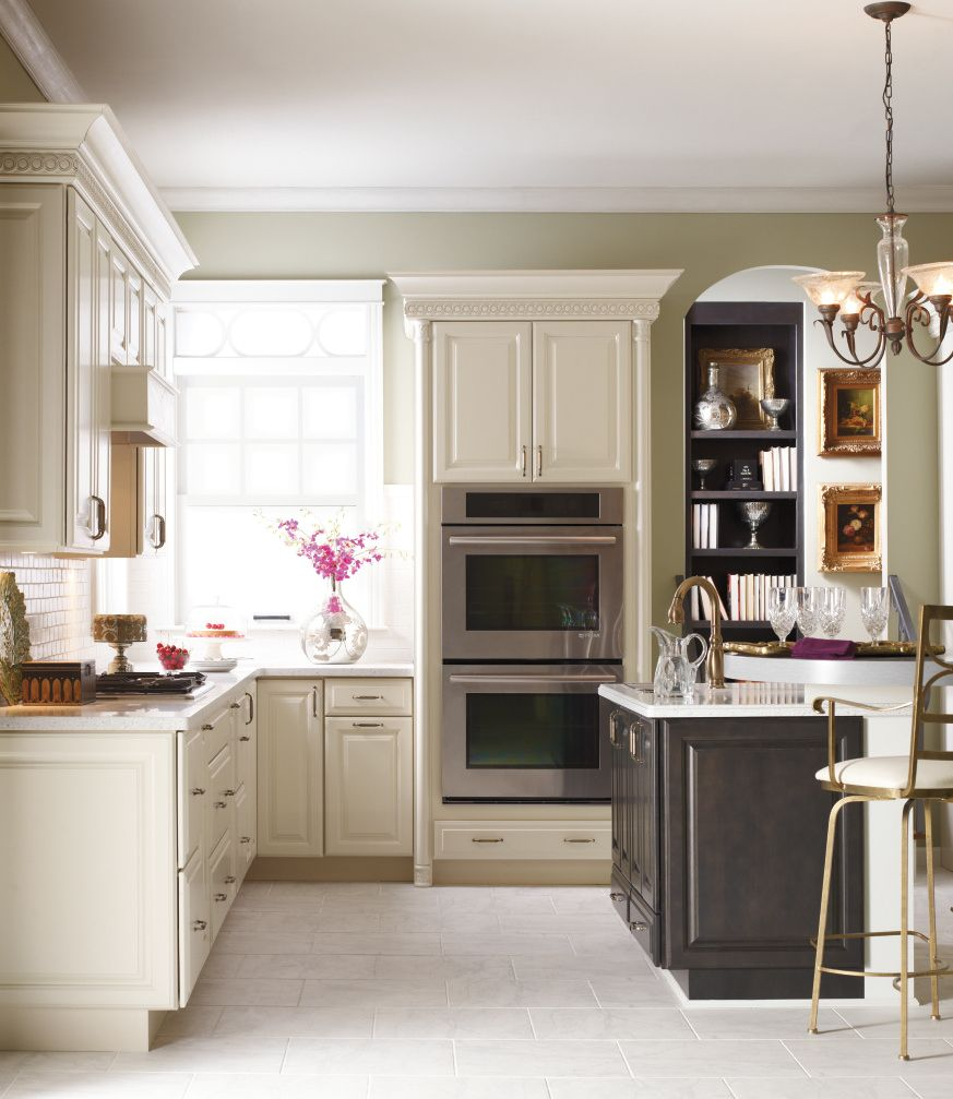 Traditional Off White Kitchen Cabinets: The Traditional Charm Of Kemper's Herrington Provides