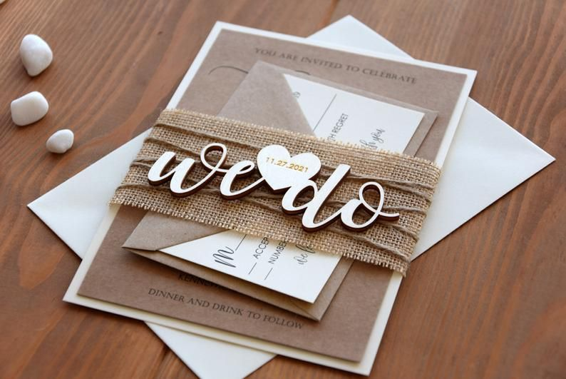 Rustikale Hochzeitseinladung Mit Personalisierten Holz Etsy Wooden Wedding Invitations Wood Wedding Invitations Cricut Wedding Invitations