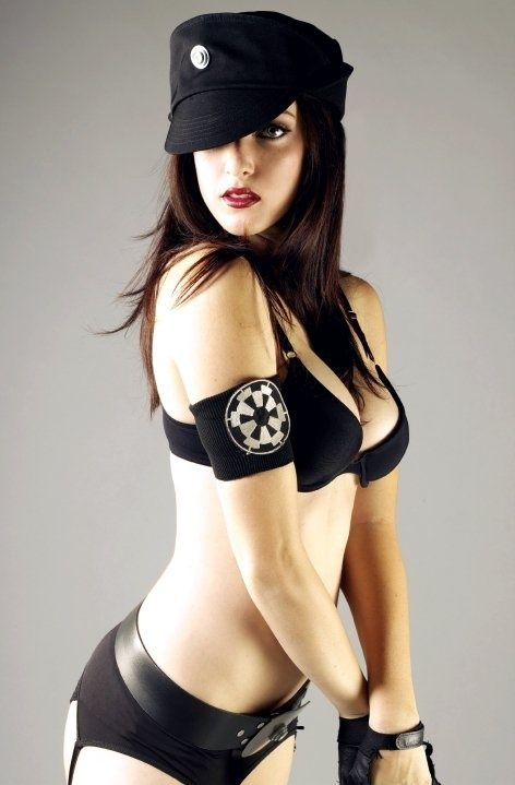 Girl Shows Boobs To R2d2