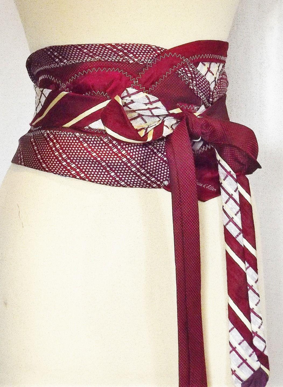 Ceinture obi Ici dans un modèle de merveilleux camaïeu de rouge cette ceinture, original réalisée avec plusieurs cravates : Ceinture par arsenic-v-mantilles
